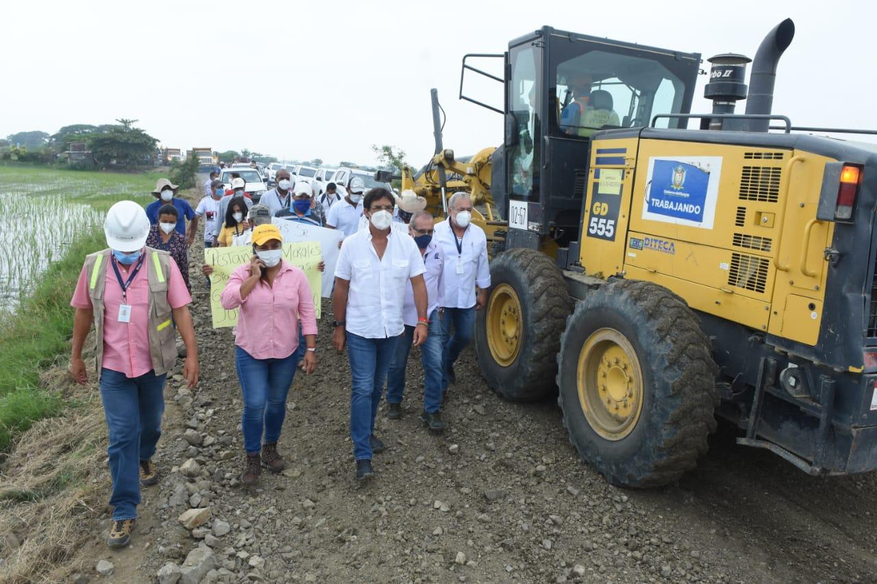 Prefecto Morales recorre obras con presidentes de juntas parroquiales de Daule y Salitre