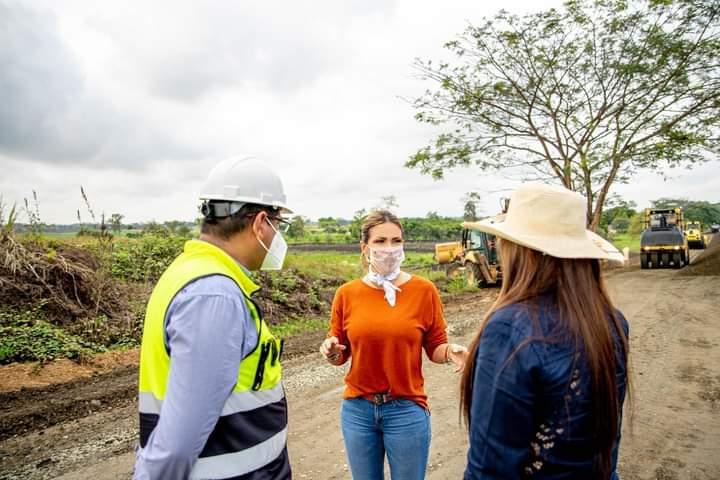 La prefecta Susana González recorrió trabajos en vía de acceso a Colimes